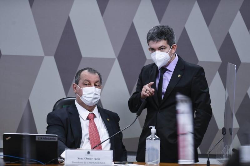 """Na CPI, Randolfe atualiza relação de Bolsonaro com a Pfizer: 81 e-mails desde 2020, """"mais de 90% sem resposta"""""""