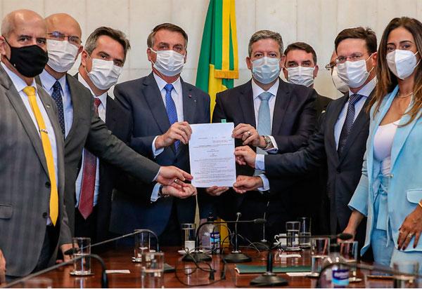 Bolsonaro sanciona alteração da LDO 2021 que viabilizará o Programa Auxílio Brasil