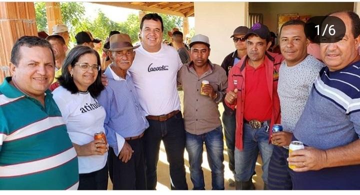 Deputado Marquinho Viana na inauguração de campo de futebol em Ituaçu