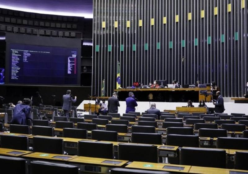 Câmara planeja votar projeto que determina reabertura de escolas